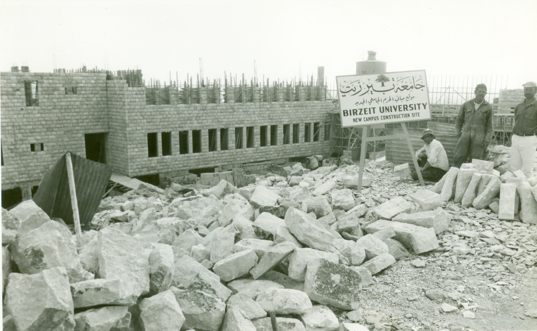 صورة لجامعة بيرزيت قيد البناء