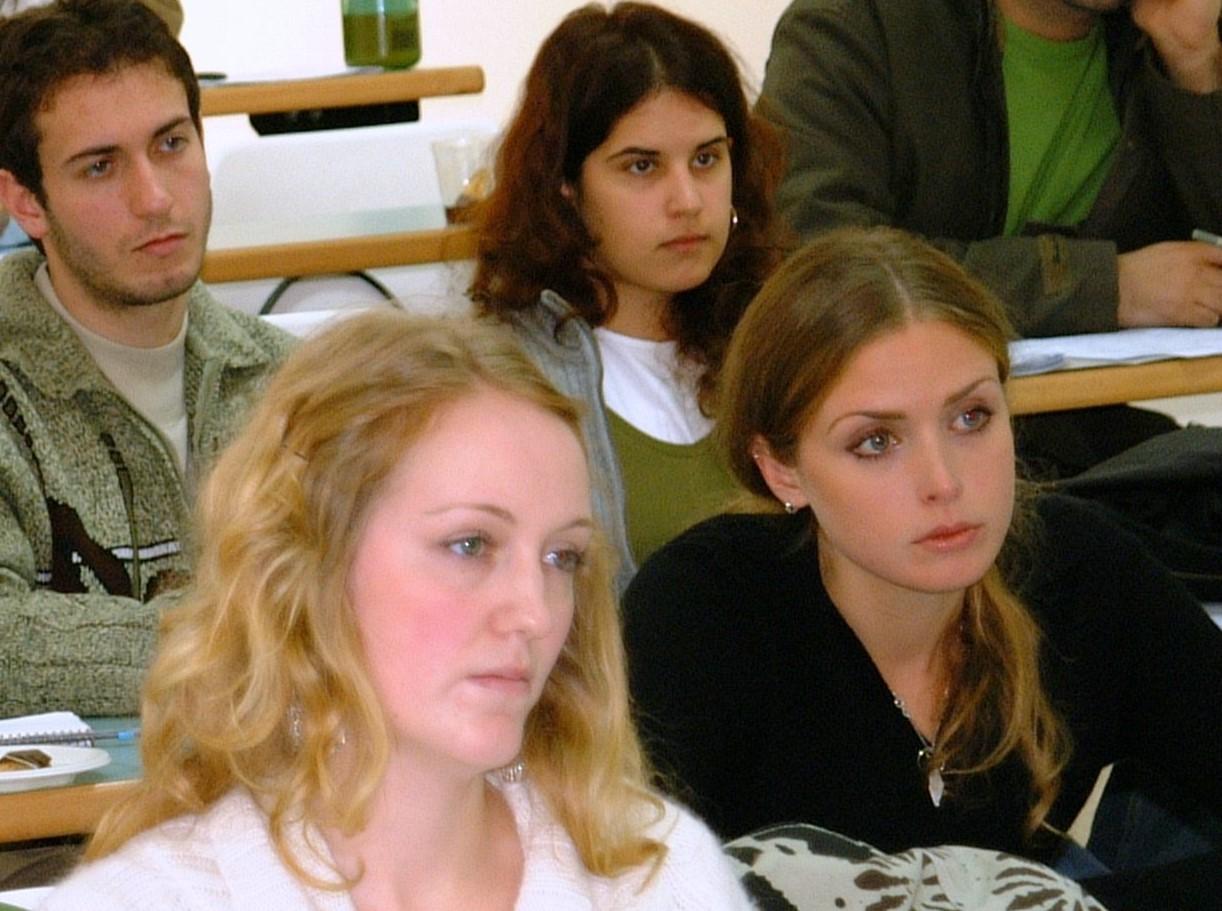 طلّاب أثناء محاضرة في جامعة بيرزيت